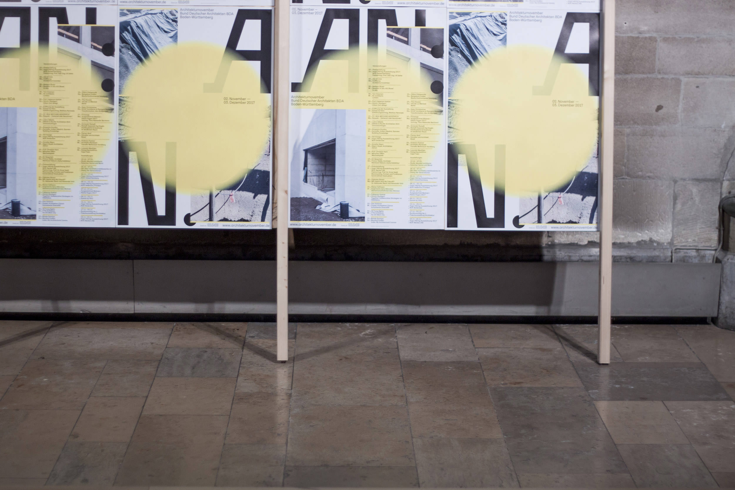Plakatwand für den Architekturnovember bei der Eröffnungsveranstaltung des einmonatigen Architekturfestivals.