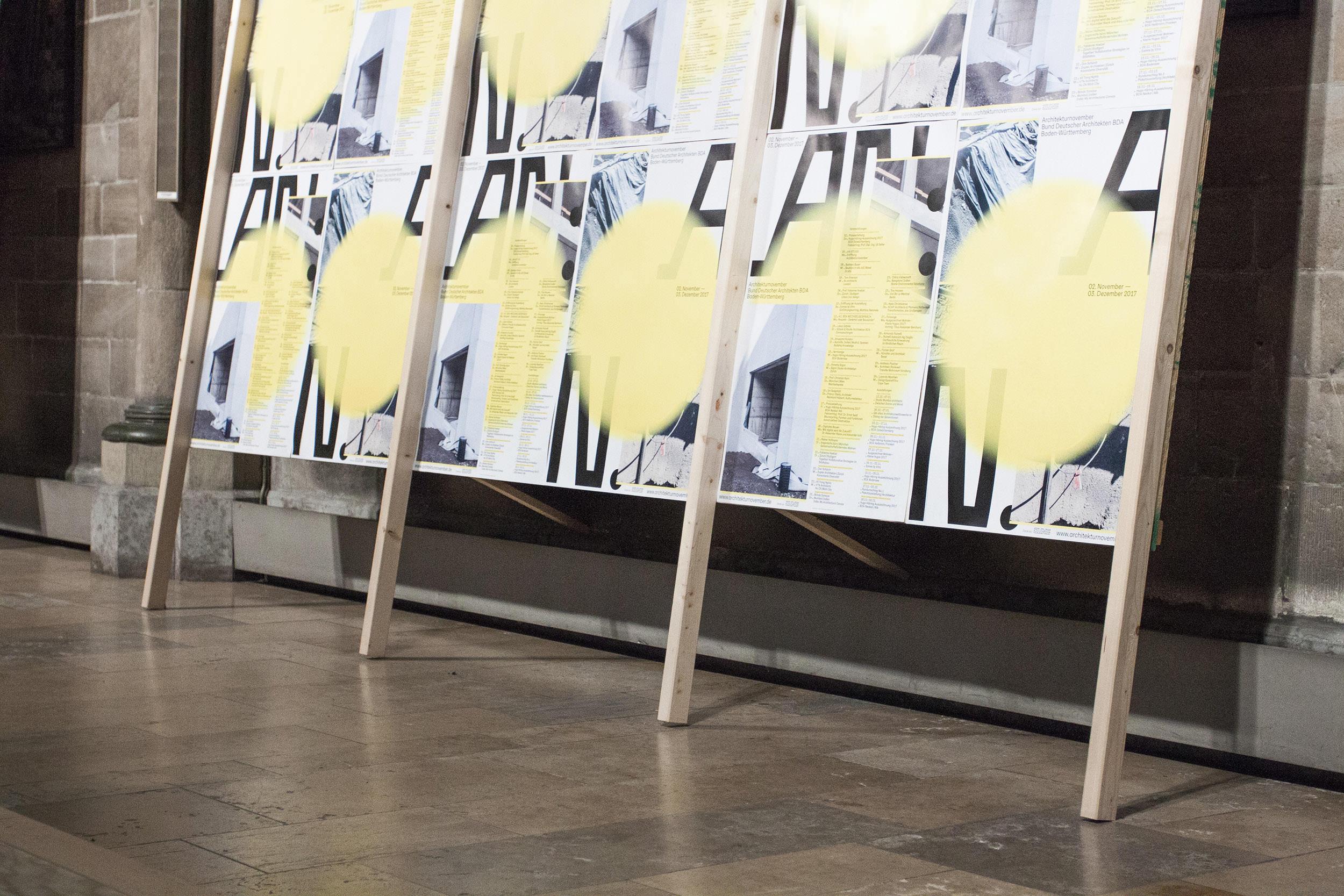 Plakatwand bei der Eröffnungsveranstaltung des Architekturnovember 2017 in der Kirche St. Maria in der Tübinger Straße.