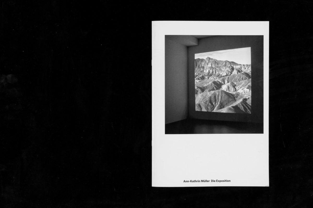 Publikationsgestaltung »Die Exposition« für die Stuttgarter Künstlerin Ann-Kathrin Müller. Klammerheftung im Digitaloffset-Verfahren
