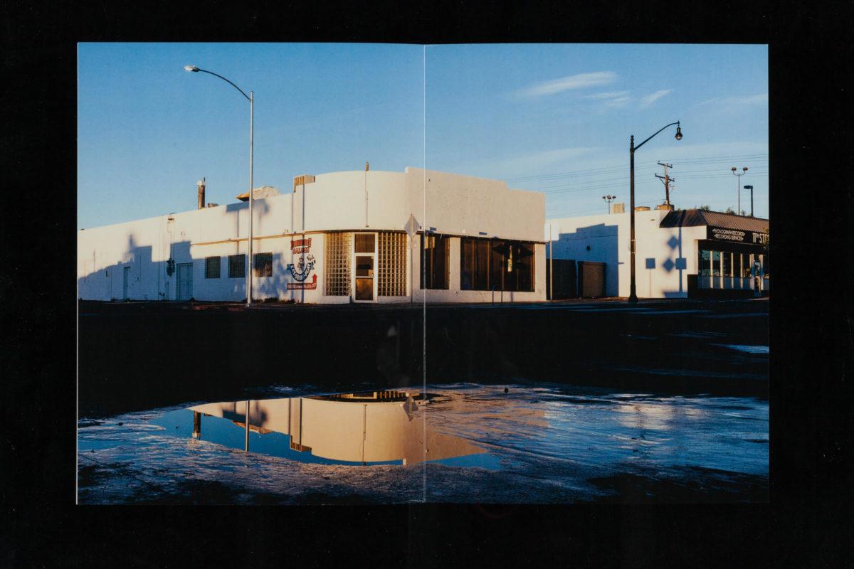 Doppelseitige Abbildung einer Fotografie aus dem Fotobuch »Lost Vegas«