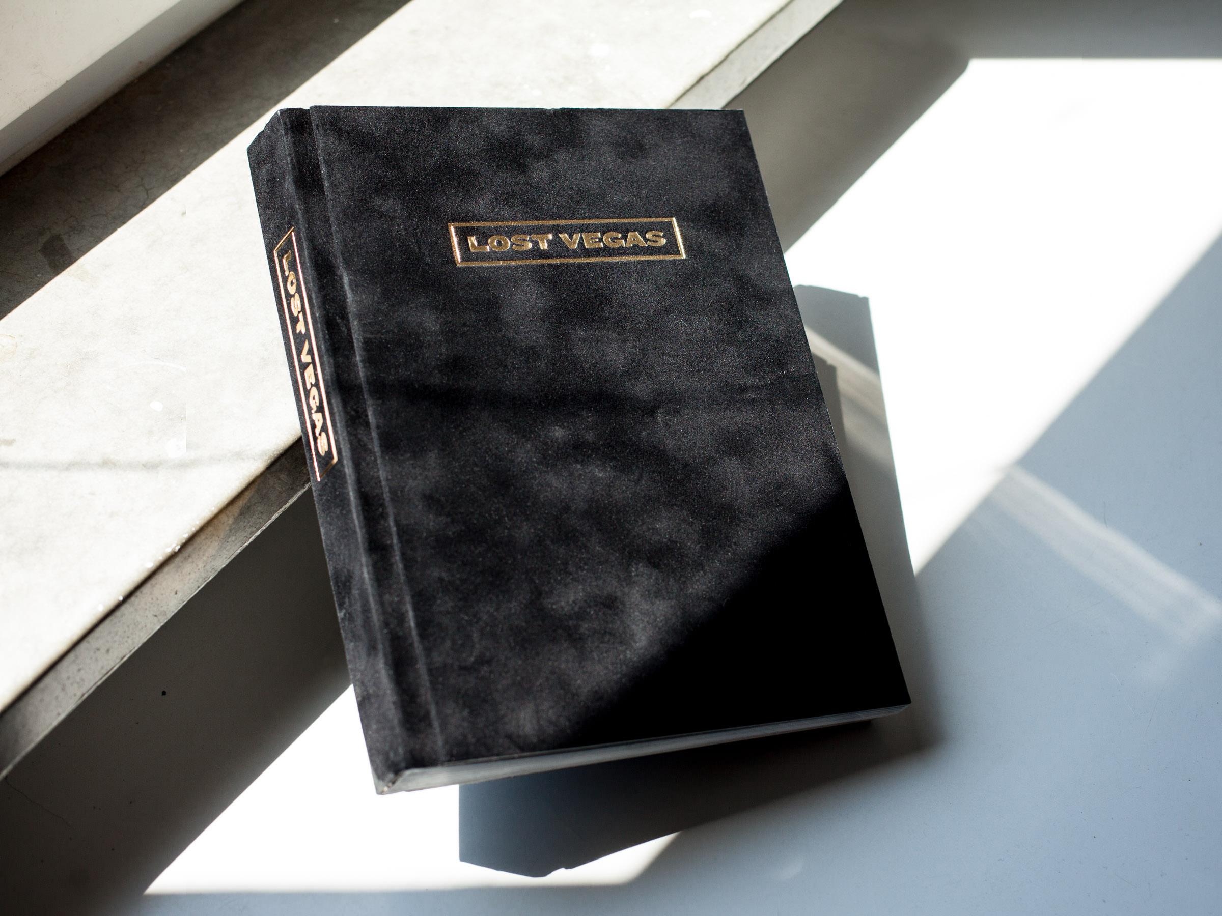 Samtbezogenes Flatbook »Lost Vegas«