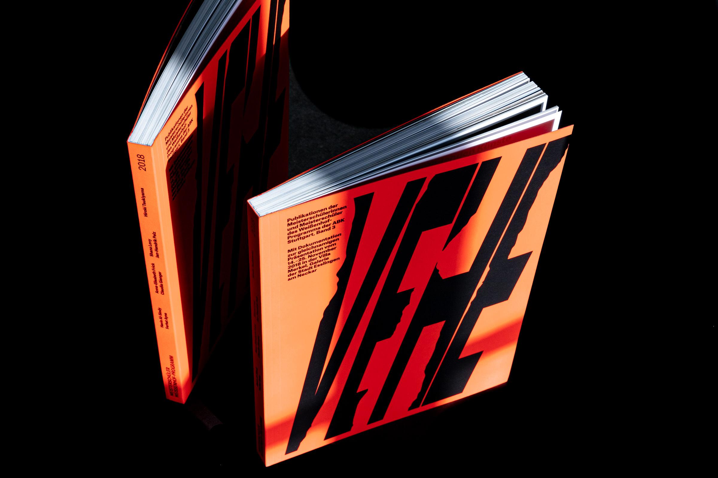 Künstlerbuch Vehement!, Freirückenbroschur mit 252 Seiten.