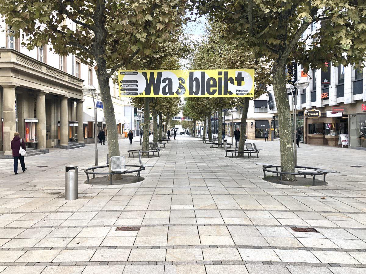Visuelle Identität im öffentlichen Raum: Ansicht des Banners für den Architekturnovember auf der Königstraße